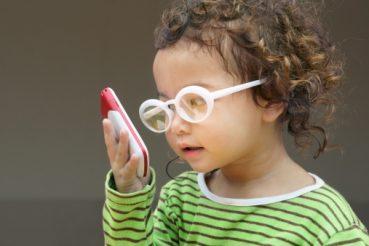 điều trị cận thị bằng kính rất thông dụng
