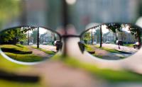 điều trị cận thị bằng kính