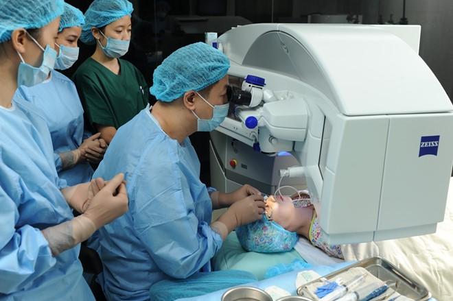 Phẫu thuật khúc xạ