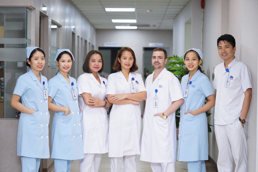 Đội ngũ bác sĩ quốc tế tại DND